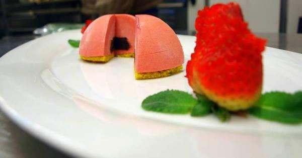 Mousse di fragole con cuore di aceto balsamico dop di Modena_chef Fabio Drudi