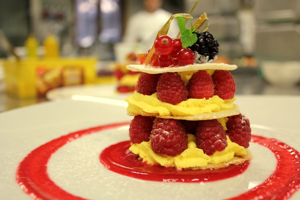 Crema al Moscato, lamponi e salsa a freddo con frutti rossi_fotografia Cristina Principale